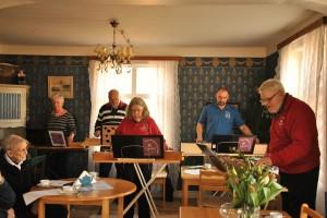 Fem medlemmar ur föreningen Psalmodikonisterna spelade för årsmötet.